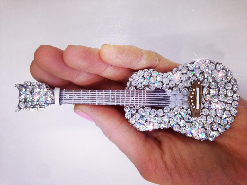 guitare,swarovski,myrtillechartuss,taylorswift,glossy,star,rock,brooch,leather,creation,handmade,www.myrtillechartuss.com,actress